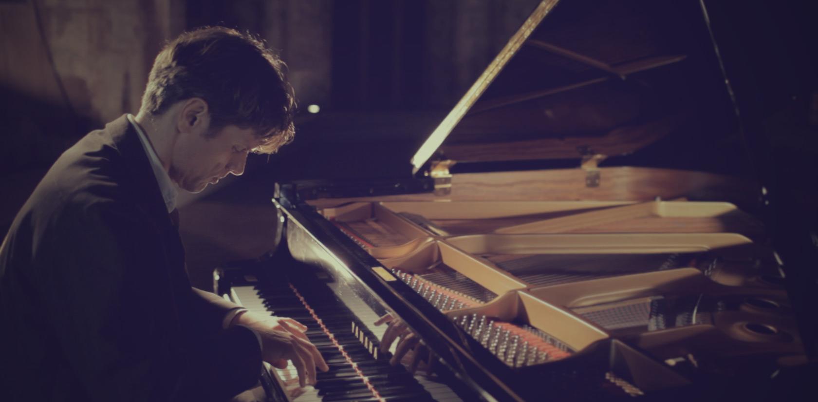 Ralf Schmid piano player